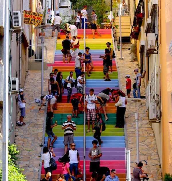 rainbow_stairs_Turkey-Gürol_Demirutku-Twitter